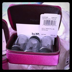 Coach NWT pink pill box zips case great in purse